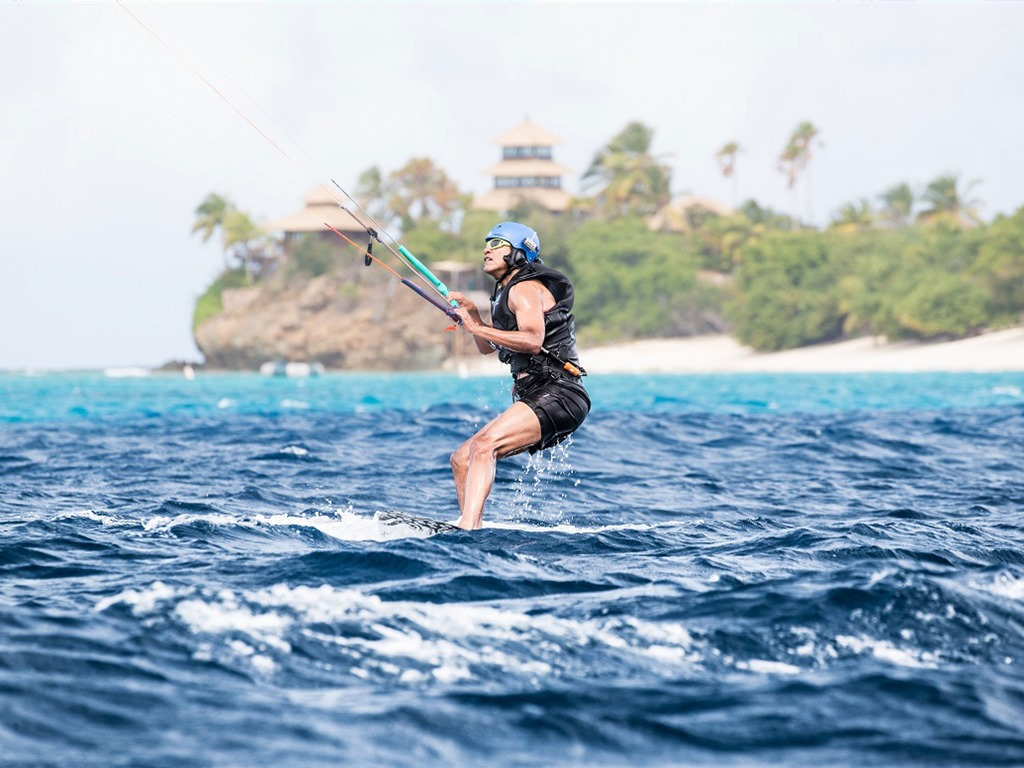 [obama-has-been-enjoying-activities-since-hes-been-away-on-his-blog-branson-shared-photos-of-the-former-us-president-kitesurfing-off-nearby-moskito-island%5B3%5D]
