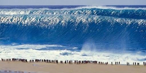 Волны-челюсти на Гаваях