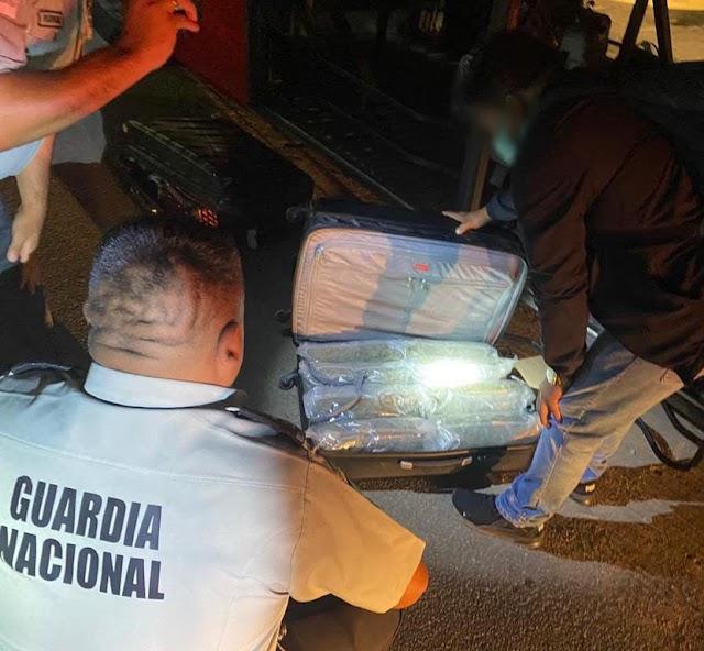 """DURANTE OPERATIVO """"PASAJERO SEGURO"""" EN OAXACA, INCAUTA GUARDIA NACIONAL 21 KILOS DE APARENTE MARIHUANA Y 50 CARTUCHOS ÚTILES"""