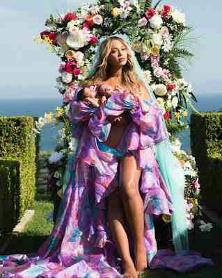 Beyonce Pictured With Her Twins For The First Time