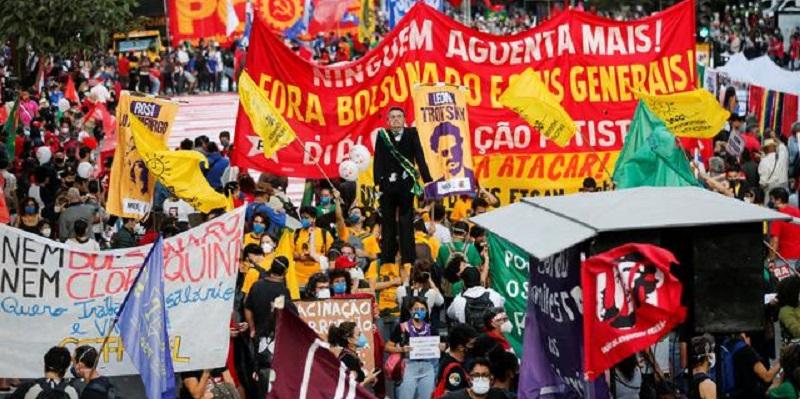Turun Ke Jalan, Warga Brasil: Pemerintah Lebih Berbahaya Daripada Virus