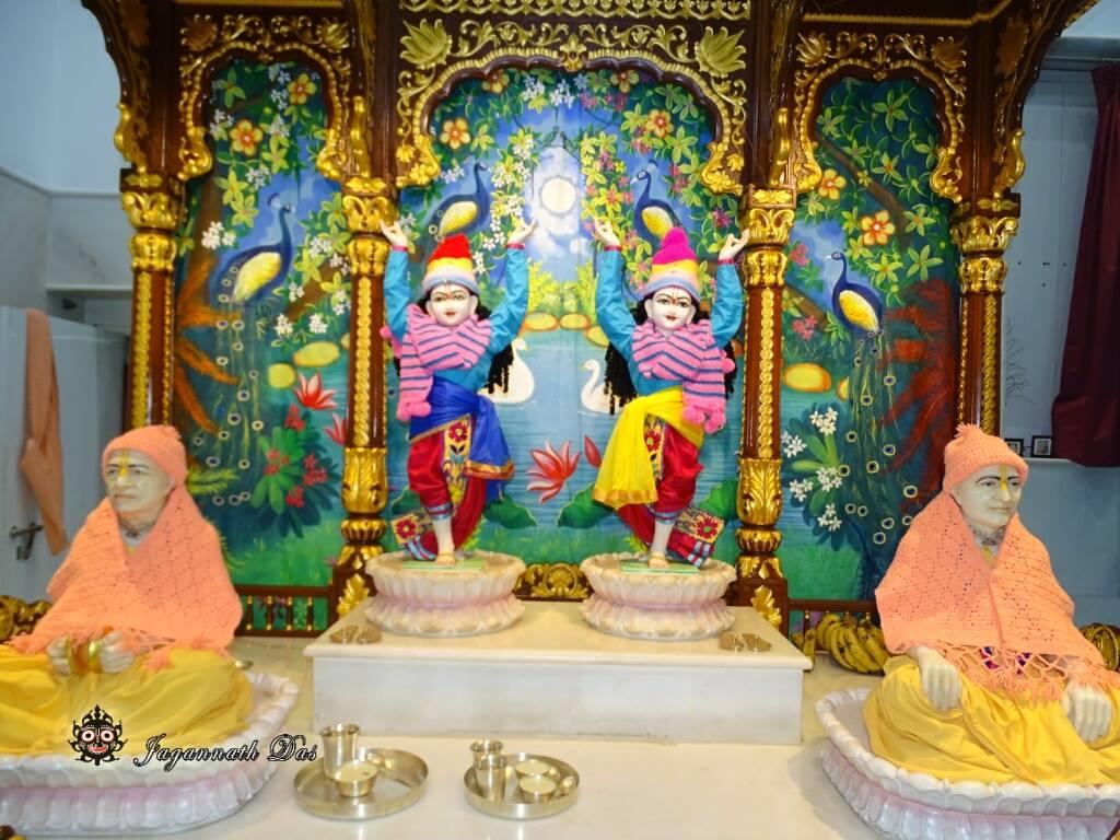ISKCON Mira Road Mangal Deity Darshan 02 Feb 2016 (7)