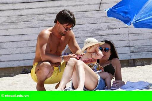 Hình 2:   Con gái tỷ phú F1 vui chơi cùng chồng con tại Cannes