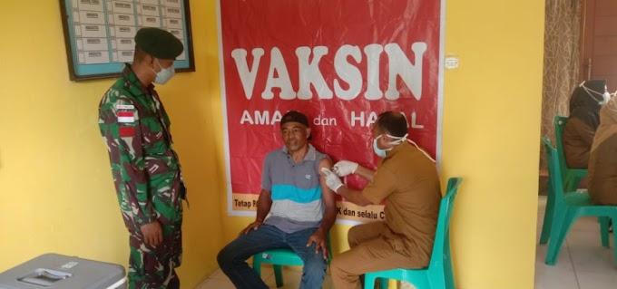 Pos 4 Wayabula SSK III Melaksanakan Kegiatan Vaksinasi Covid 19 di kantor desa Wayabula Kec. Morotai Selatan Barat bersama Tenaga Kesehatan Puskesmas Wayabula.