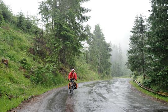 Anstieg zum Pasul Bicaz im strömenden Regen