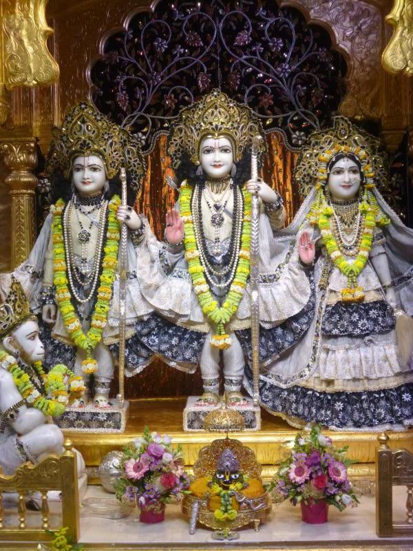 ISKCON Bhaktivedanta Manor Deity Darshan 16 Dec 2015 (3)