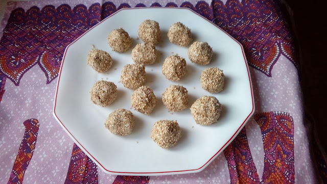 Bolitas De Roquefort Con Semillas De Sésamo