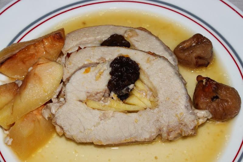Lomo de cerdo a la naranja relleno de manzana y ciruelas