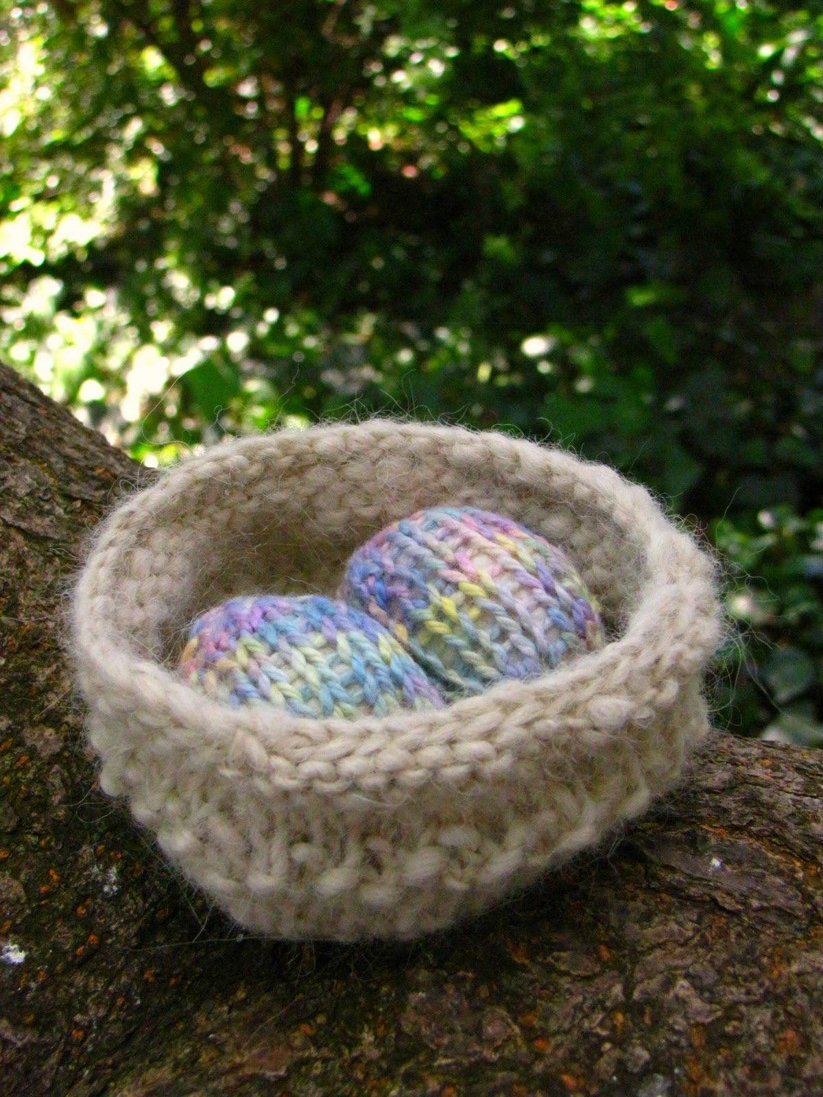 Free Neck Warmer Knitting Pattern : Easter Nest and Egg Pattern Tutorial - Natural Suburbia