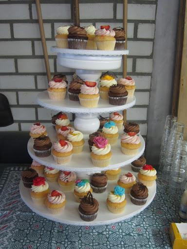 Gemengde cupcakes toren.JPG
