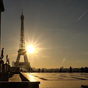effel tower sunrise.. by Sean Kirkhouse - City,  Street & Park  Street Scenes ( eiffel tower, sunrays, sunrise,  )
