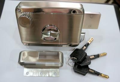 裝潢五金品名:強棒-白鐵四段鎖門厚:30~60m/m材質:白鐵玖品五金