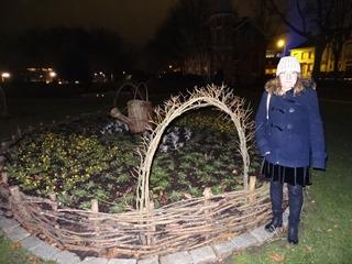 2018.01.07-067 Stéphanie dans le jardin d'horticulture sur les Champs-Elysées