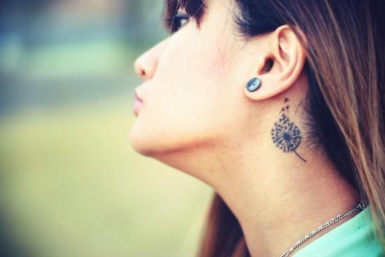 pequeno_dente-de-leo_pescoço_tatuagem