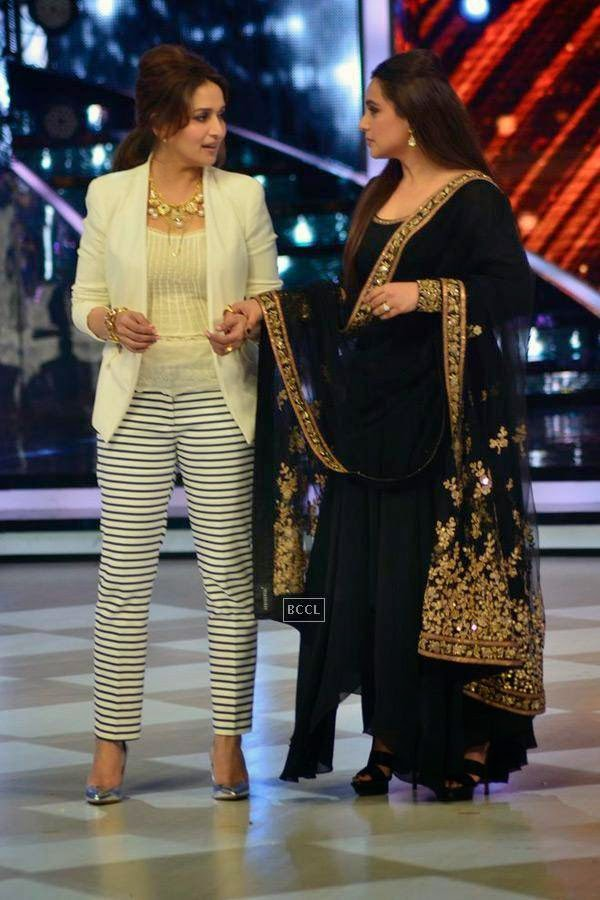 Madhuri Dixit with Rani Mukerji on the sets of Jhalak Dikhhla Jaa 7.(Pic: Viral Bhayani)<br /> <br />