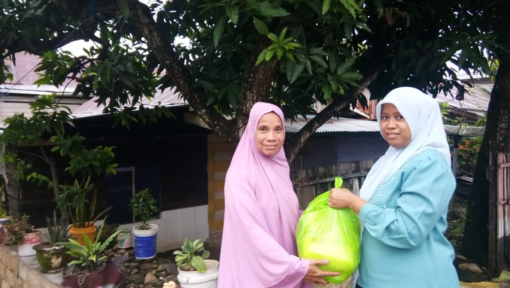 IKA SMADA 05 Berbagi Paket Sembako Untuk Warga