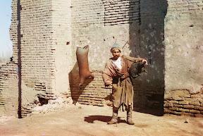Водонос в Самарканде около 1910 года