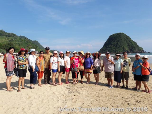 Paket Tour Wisata Banyuwangi Travel BWi - Pulau Merah - Enny Dkk