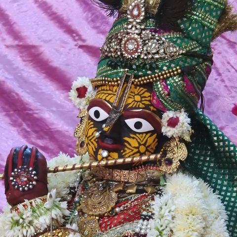 Radha Govind Devji Deity Darshan 17 Dec 2015 (5)