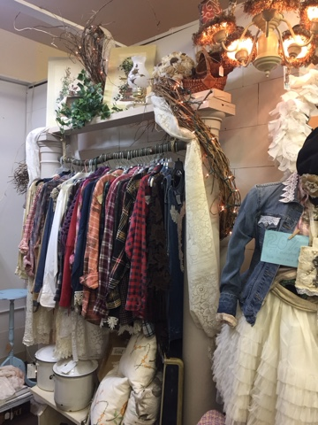 Vintage style booth by GypsyFarmGirl and Rooster Tails