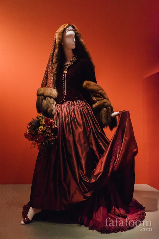 Oscar de la Renta, Custom wedding ensemble: jacket and skirt, 1985. Shawl, Fall 1998.