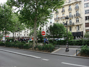 I love that there are these mini parks between the lanes in many parts of Paris.