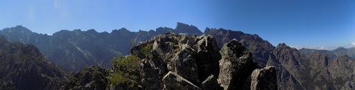 Le sommet du Capu a e Poste bis sur fond de Paglia Orba et autres...