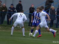 3 Mezoský Ľubomírnál a labda, vele szemben pedig a 8-as számú Német Zsolt áll.jpg