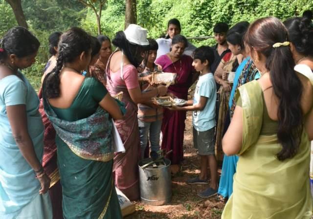 Different teaching in Dharmasthala | ಧರ್ಮಸ್ಥಳ: ಎಸ್ಡಿಎಂ ಆಂಗ್ಲ ಮಾಧ್ಯಮ ಶಾಲೆ ಮಕ್ಕಳಿಗೆ ಜೇನು ಸಂಗ್ರಹದ ಪಾಠ