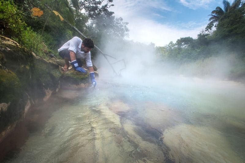 O rio fervilhante de Mayantuyacu - Peru