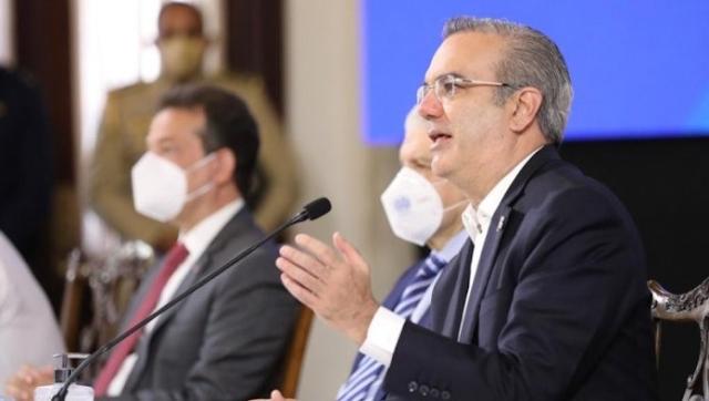 Abinader coordina con ministros y directores jornada de vacunación masiva que inicia este viernes.
