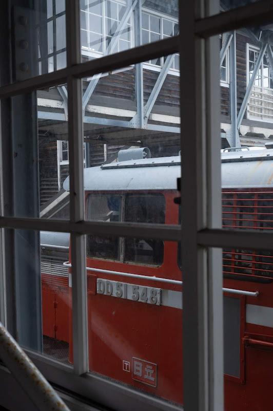 190501 跨線橋の窓から見たDD51