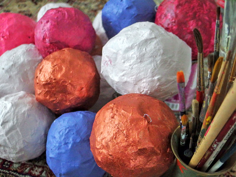 DIY. Painted Papie Mache Christmas Baubles