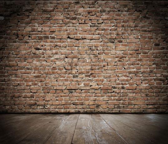 Что люди находят в стенах домов