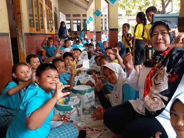 memperingati Hari Menanam Pohon Coca Cola Amatil Indonesia (CCAI) ajak siswa SDN Sukadanau cinta Lingkungan
