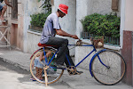 A true example of Cuban resourcefulness, pedal powered runs this knife sharpener