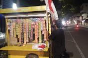 PKL Kota Mojokerto Pasang Bendera Merah Putih