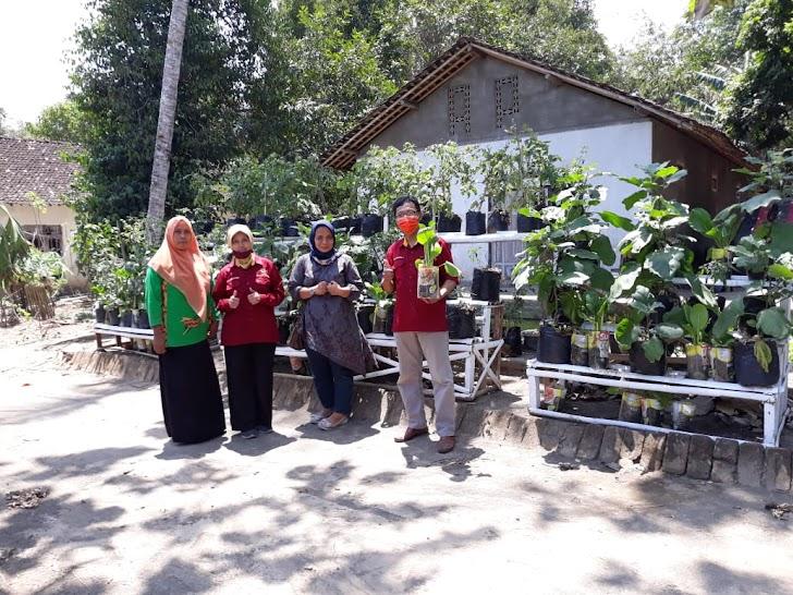 "Cara Dosen UPN ""Veteran"" Yogyakarta Bangkitkan Ekonomi Warga Di Masa Pandemi Covid-19"