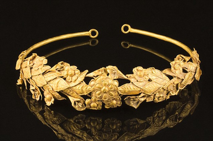 United Kingdom: British pensioner 'finds' 2,300 year old ancient Greek gold crown in box under his bed