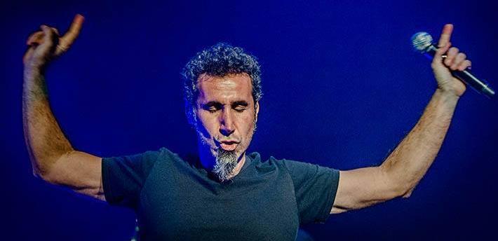 Serj Tankian fala sobre o System of a Down e histórias pessoais