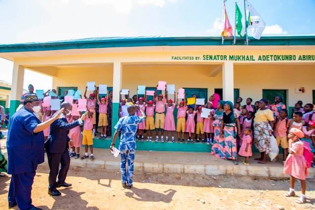 Senator Tokunbo Abiru Commissions 4 Blocks Of 24 Classrooms At Aga Pry School ~Omonaijablog