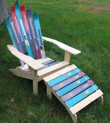 Kerusi daripada batang ski. Aku tak suka main ski. Meletihkan. Prefer