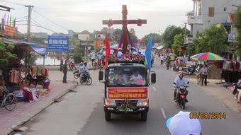 Giáo xứ Dưỡng Điềm đón Thánh Giá ĐHGT