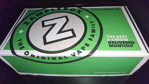 DSC 2591 thumb2 - 【リキッド】Zamplebox「BLACK&BLUE」「WANNA COOKIE?」「STRAWBERRY SOUR STRAWS」「CARNY4」ほか11本リキッド一挙レビュー!【Zamplebox17年4月分】