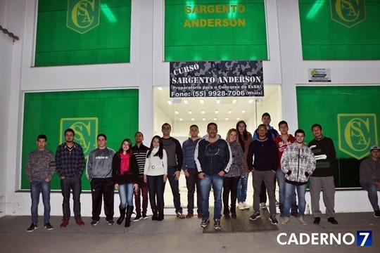 Curso Sargento Anderson - diretor e alunos