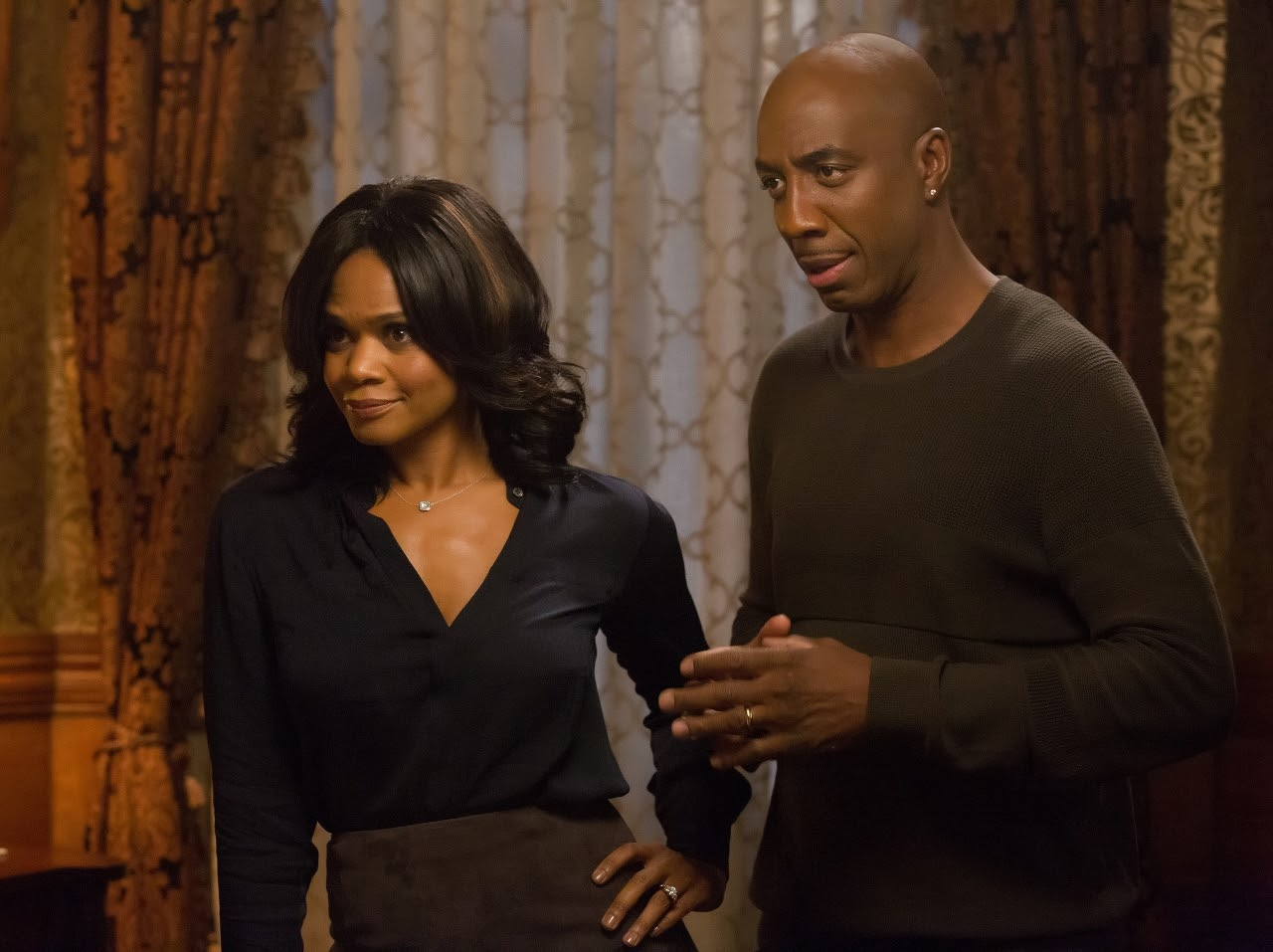 Kimberly Elise and JB Smoove in ALMOST CHRISTMAS. (Photo by Quantrell D. Colbert / courtesy of Universal Pictures).