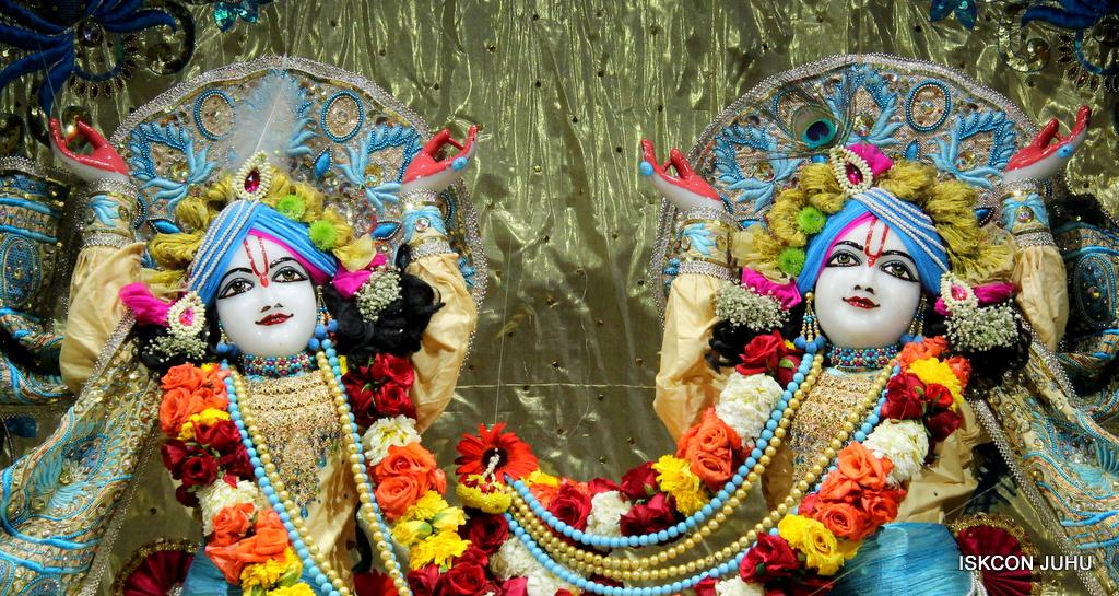 ISKCON Juhu Sringar Deity Darshan on 30th Dec 2016 (34)