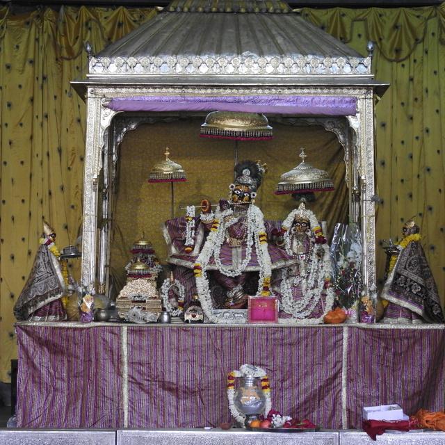 Radha Govind Devji Deity Darshan 02 Mar 2016 (1)