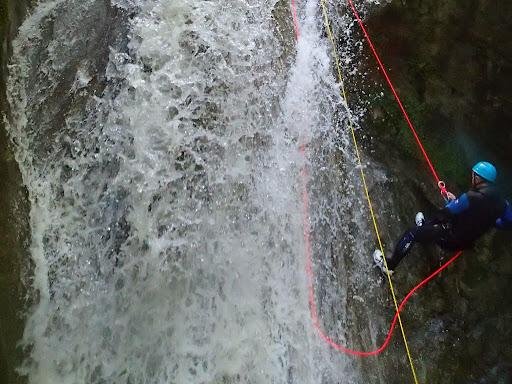 Canyoning au Versoud, descente en rappel de 12m