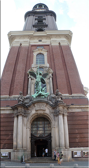 La iglesia evangélica de San Miguel (Hauptkirche St. Michaelis) - 'Der Michel'